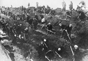 Women digging  trenches around Moscow in 1941